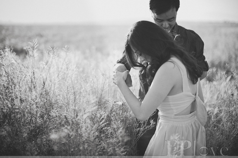 Hip Engagement Photos Awesome Couple In Love California Field Unique Love Awsome